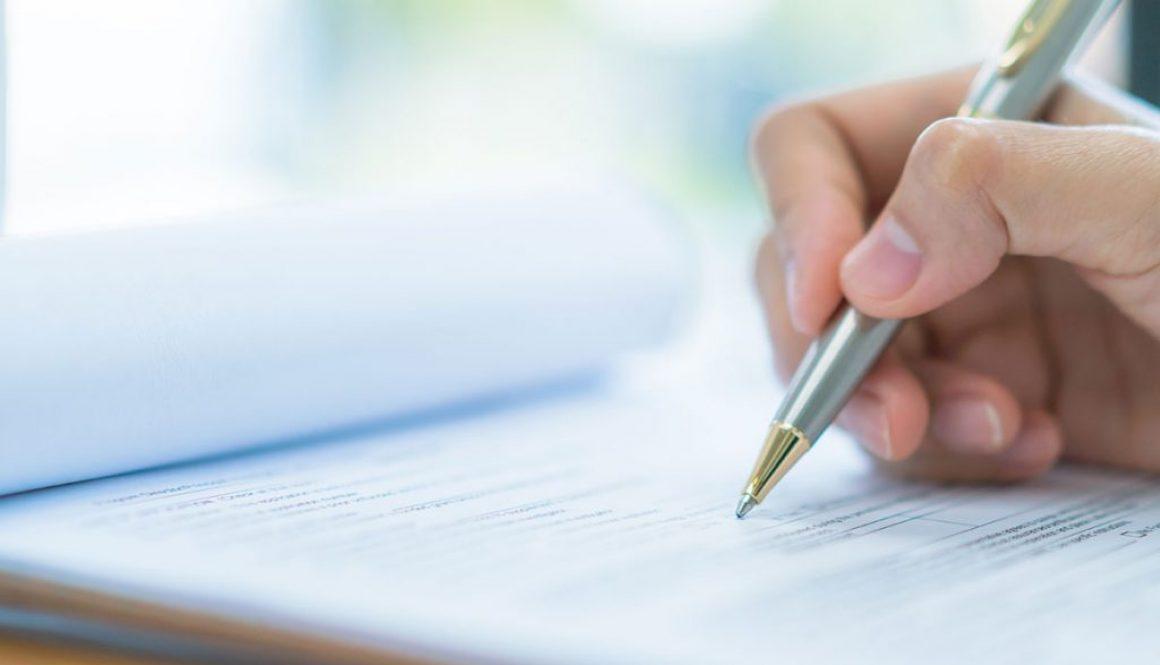 nucleus-mood-Hand-mit-Kugelschreiber